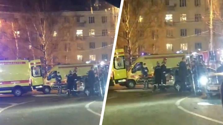 Пострадали двое человек: в центре Ярославля столкнулись легковушки. Видео