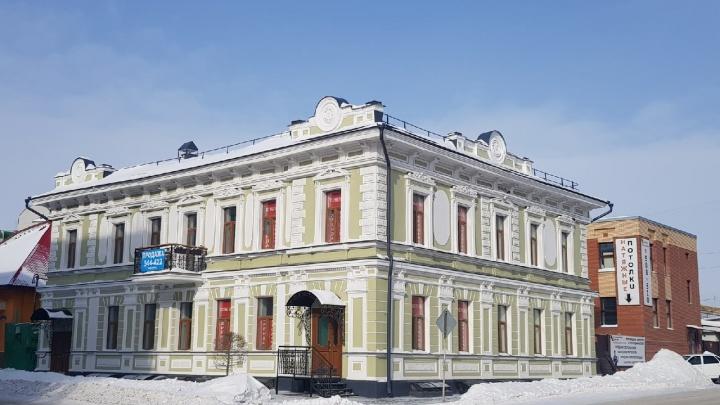 В центре Омска за 35 миллионов продают отреставрированный доходный дом начала XX века