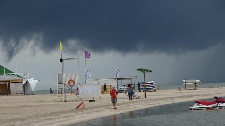 Ливень, град, наводнения и смерчи на побережье. На Кубань обрушится непогода