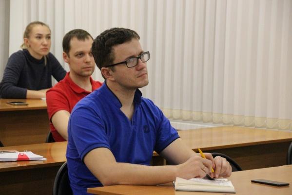 Семинар для начинающих исследователей-аспирантов предполагает разбор диссертационного исследования с обсуждением темы, цели, объекта, научной новизны и других аспектов