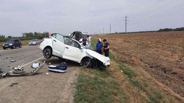На Кубани в ДТП погибли два человека. Выжил младенец в автолюльке