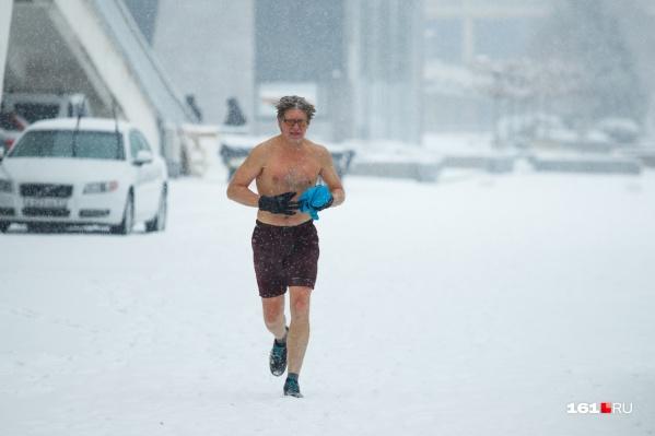 Самые смелые дождались утренних пробежек по снежному Ростову