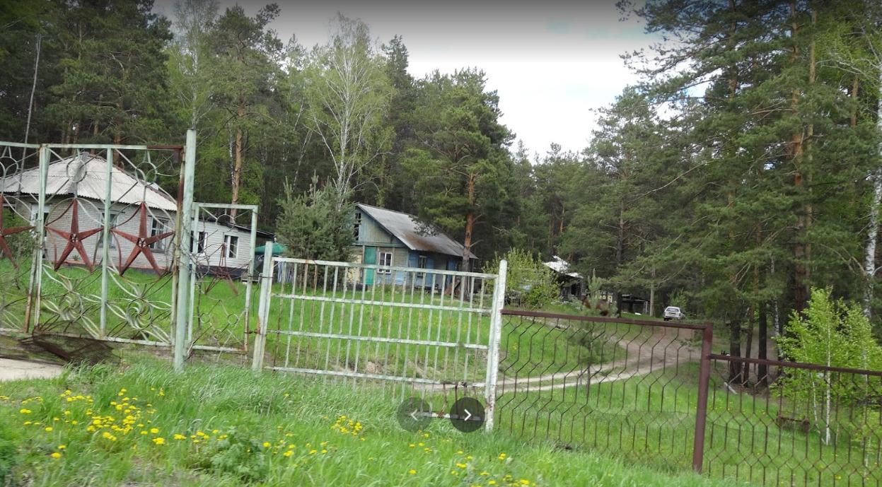 На карте Google есть фотографии последних сохранившихся построек лагеря в окружении леса, датированные 2018 годом