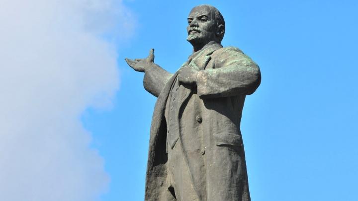 Для памятника Ленину предложили сделать подсветку, но мэрия отказалась. Объясняем, почему