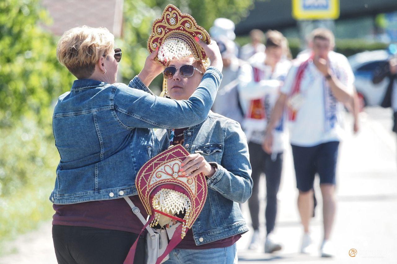 С чемпионата мира 2018 года российские болельщики носят кокошники
