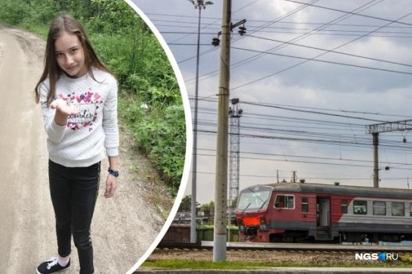 Одна из погибших — 13-летняя Женя — часто гуляла по этой тропинке с семьей