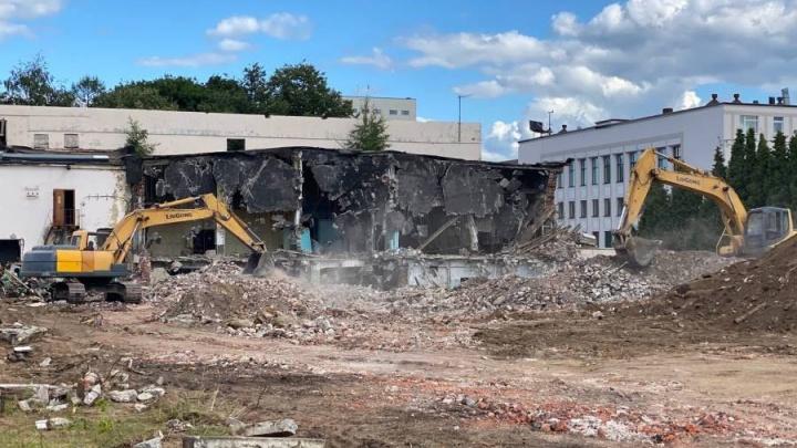 «Теперь мы можем его снести»: в Рыбинске рушат историческое здание, чтобы сделать парковку