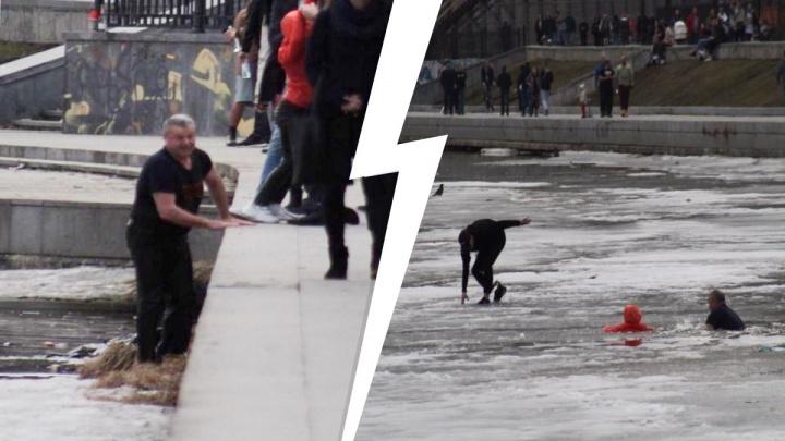 В Екатеринбурге наградили экс-замначальника ГИБДД и парня без ноги, спасших провалившуюся под лед девочку
