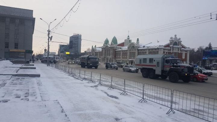 В центре Новосибирска выставили ограждения у скверов