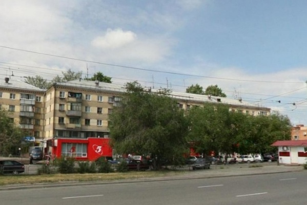 Мужчине стало плохо на улице Черкасской на ЧМЗ
