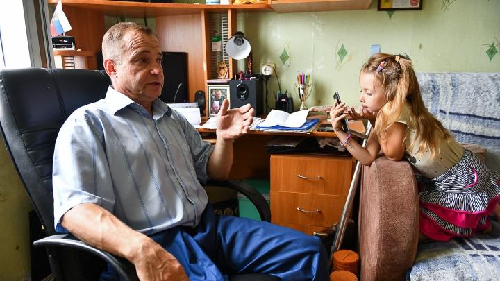 «Может произойти чудо». В Екатеринбурге спасают от выселения одноногого отца-одиночку