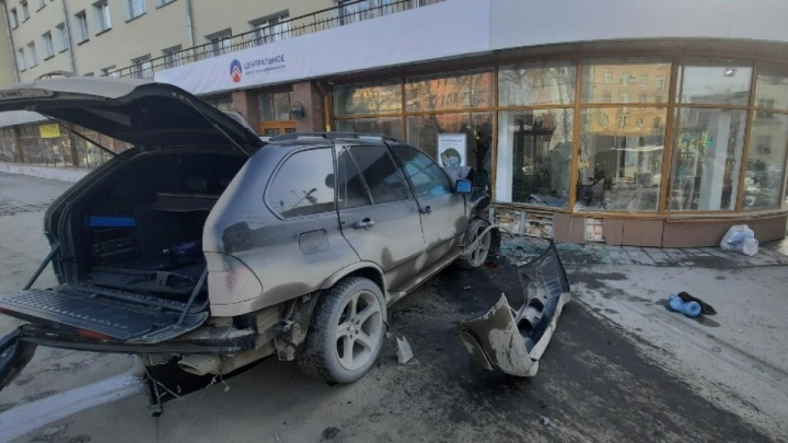 «Пешеход в очень тяжелом состоянии»: очевидцы рассказали о пострадавших в ДТП на Красном проспекте