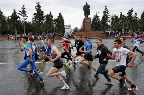 Сегодня в центре Челябинска на старт вышли около пяти тысяч спортсменов