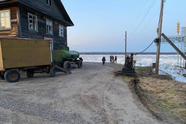Вода подошла близко к домам села Ворогово