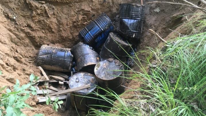 Рядом завод депутата: в Ярославле ищут тех, кто закопал в землю 200-литровые бочки с нефтепродуктами