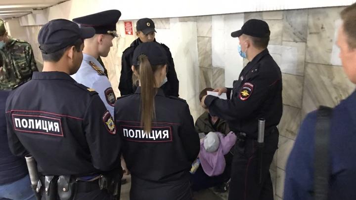 Дебоширу с топором у «Маяковского» дали 12 суток ареста