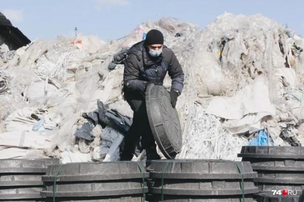 Полимерные люки делают из вторичного сырья — пластика