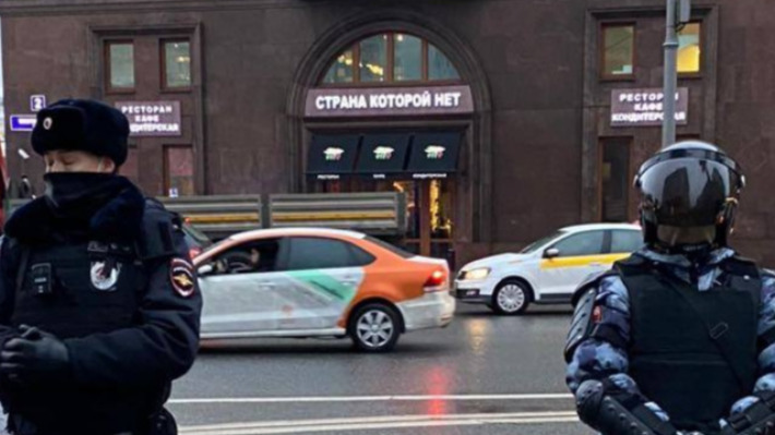 По всей стране задержали больше тысячи человек: как идут акции протеста в Москве и Петербурге