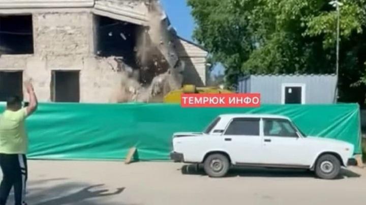 Под Темрюком обрушилась стена Дома культуры