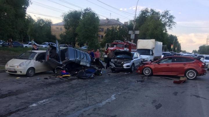 Массовая авария в Советском районе Волгограда попала на видео регистратора