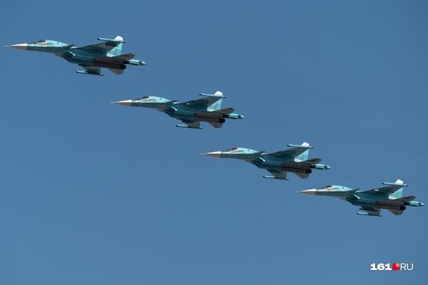 """В небе над городом можно было увидеть <nobr class=""""_"""">45 самолетов</nobr> и вертолетов"""