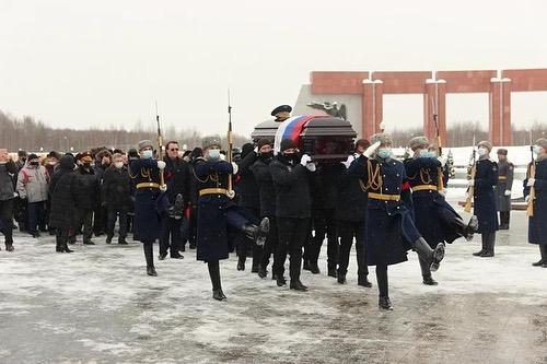 Николая Антошкина похоронили с воинскими почестями