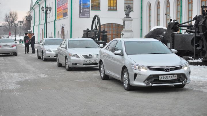 Чиновники объяснили, зачем им понадобились Toyota Camry с самыми мощными двигателями