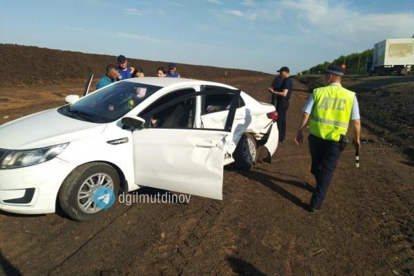 В аварии пострадали 5-летний сын и 15-летняя дочь водителя
