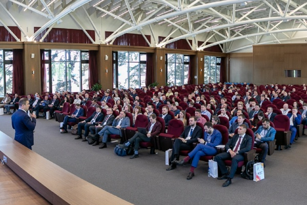 На мероприятие приехали руководители 20 департаментов Минпромторга РФ, отвечающих практически за все отрасли промышленности