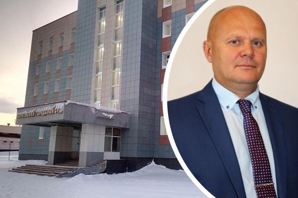 Слева — здание администрации и горсовета Норильска, справа — первый заммэра Красноярска Владислав Логинов