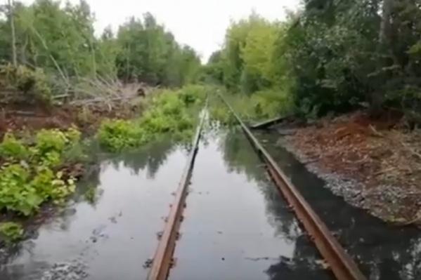 На территории завода проходят частные железнодорожные пути