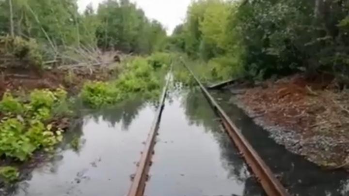 В Челябинске из-за коммунальной аварии затопило территорию завода