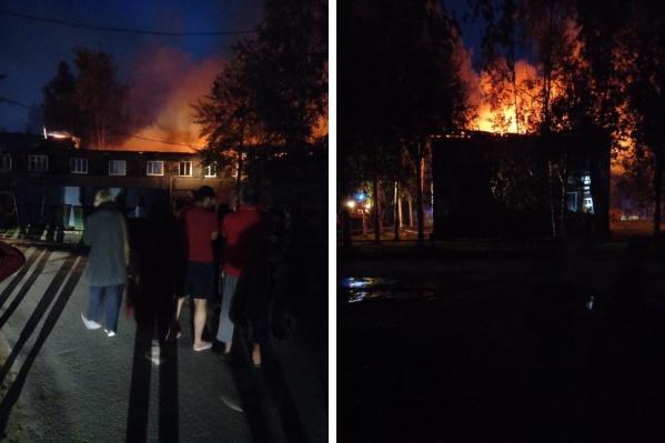 Спасатели эвакуировали жильцов, из них 15 — дети