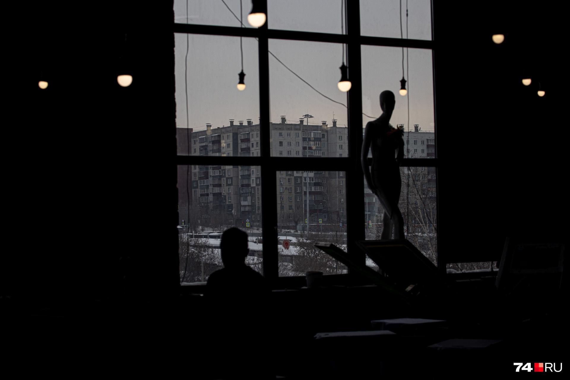 Смотреть на серые челябинские панельки из «Свободы2» немного странно