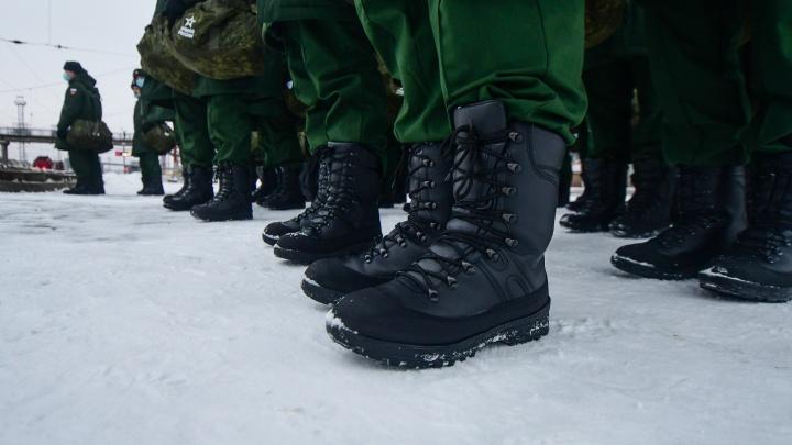 Сотрудница комиссариата за 115 тысяч рублей предлагала отмазать от службы в армии