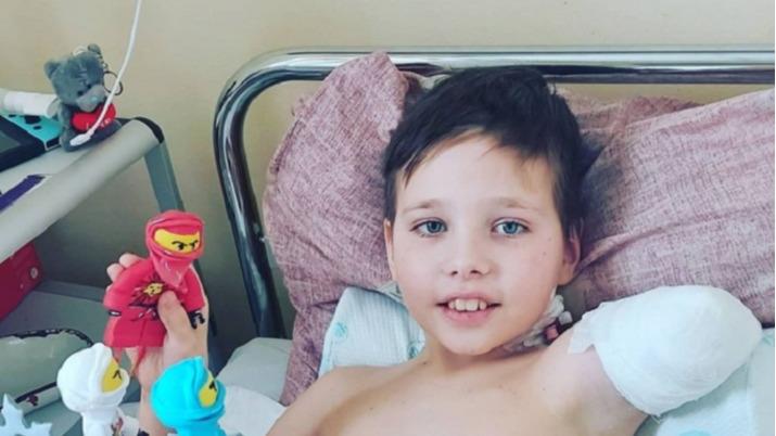 «Он очень хочет домой»: мама пострадавшего в жутком ДТП с волгоградским автобусом мальчика рассказала о его самочувствии