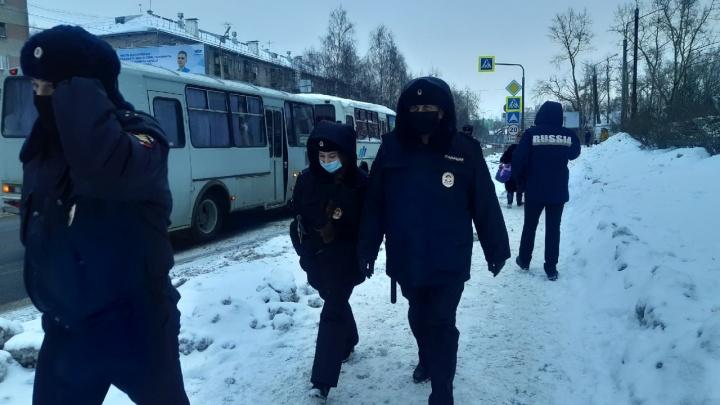 В Архангельске задержали несколько участников шествия, когда колонна сворачивала во дворы