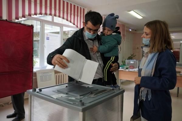 Выполнить свой гражданский долг многодетные супруги решили в самый первый день голосования