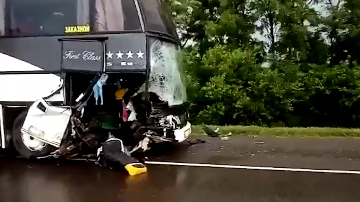 Легковушка выскочила неожиданно: всё, что известно об аварии с пассажирским автобусом Анапа — Волгоград
