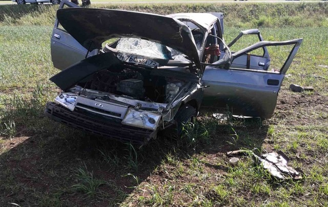 В Тюменской области погиб пассажир «десятки», которого выбросило из машины