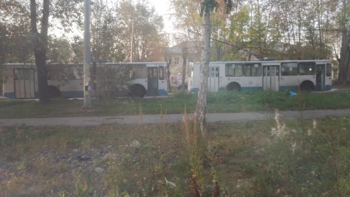 На Эльмаше из-за пожара встали троллейбусы
