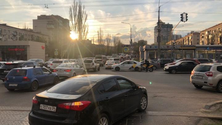 Центр Волгограда остался без светофоров. Проспект Ленина парализован