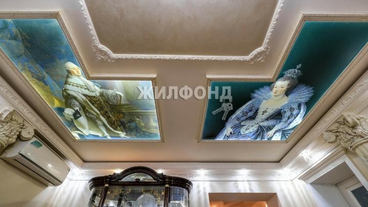 В Новосибирске решили продать квартиру с Людовиком XVI на потолке. Смотрим, что можно купить за 29 млн