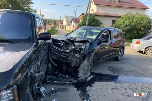 Удар пришелся в бок Range Rover, водитель которого не уступил дорогу