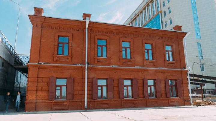 Дом, который охраняет метромост: история здания-памятника на Фрунзе и его первого владельца