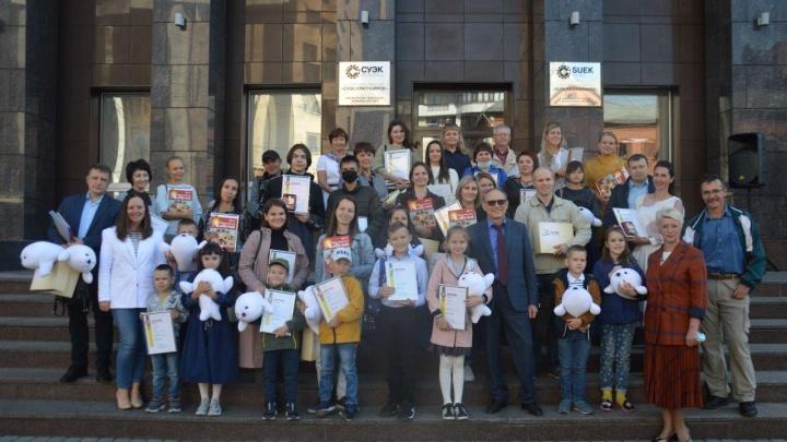 Победителям творческих конкурсов к 20-летию СУЭК вручили подарки