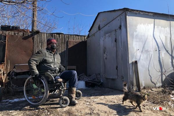 """Инвалид-колясочник живет в своем гараже больше <nobr class=""""_"""">13 лет</nobr>"""