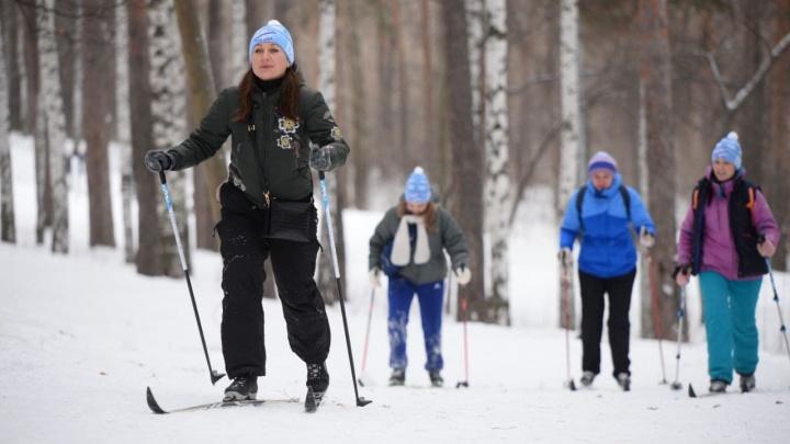 Для участников «Лыжни России» приготовили больше шапок, чем понадобилось. На площадки пришло мало людей