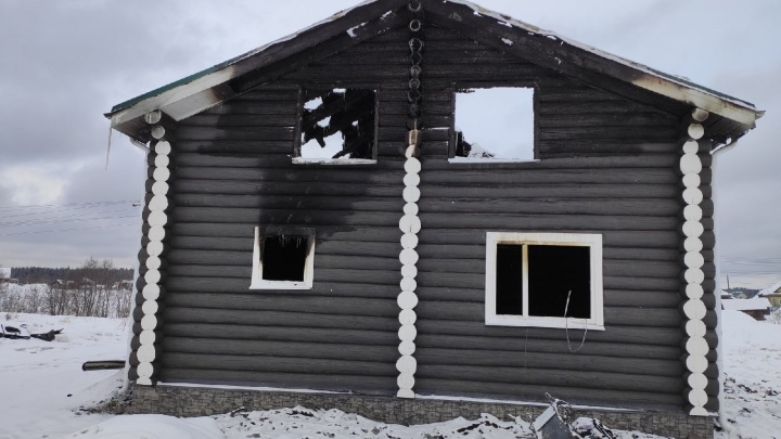 Уголь внутри, целая поленница снаружи. Показываем дом, где погиб адвокат Леонид Кожевников