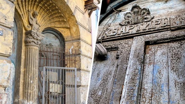 Застывшая история: как ветшают, но остаются прекрасными двери старого Ростова